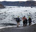 Le glacier Solheimajokull sur la côte sud de l'Islande est un spectacle spectaculaire à voir.