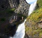 Besuche wunderschöne und versteckte Wasserfälle bei dieser Tagestour in Südisland.