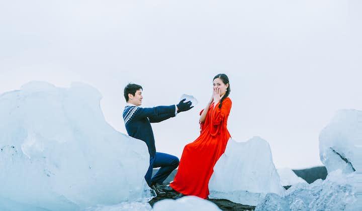 冰岛情侣写真-钻石冰沙滩和红裙