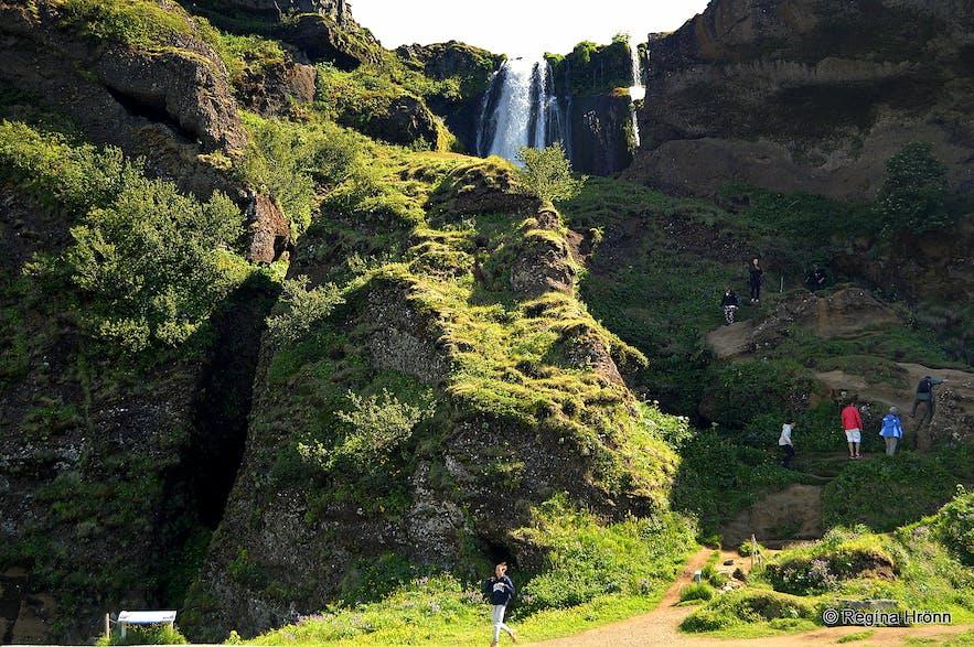The beautiful Waterfalls of South-Iceland; Seljalandsfoss, Skógafoss & Gljúfrabúi