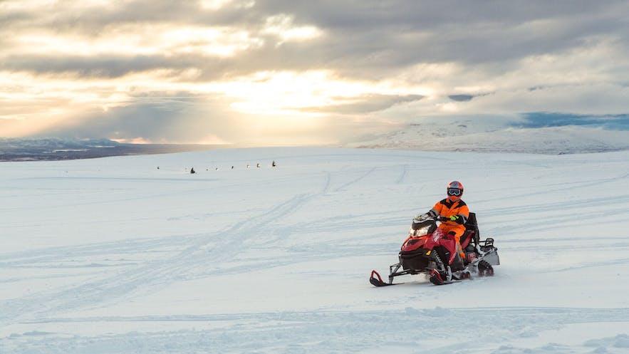 冰島雪地電單車