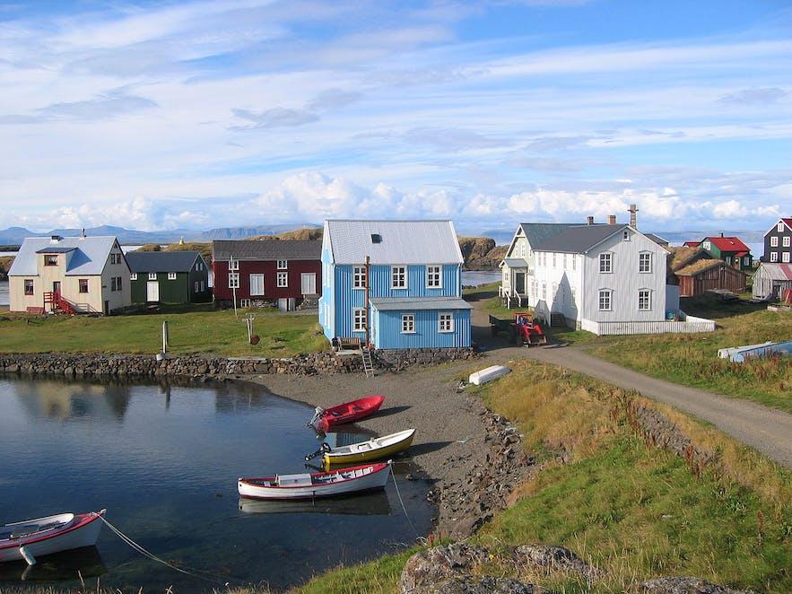 アイスランドの典型的な海辺の町|フラトエイ島