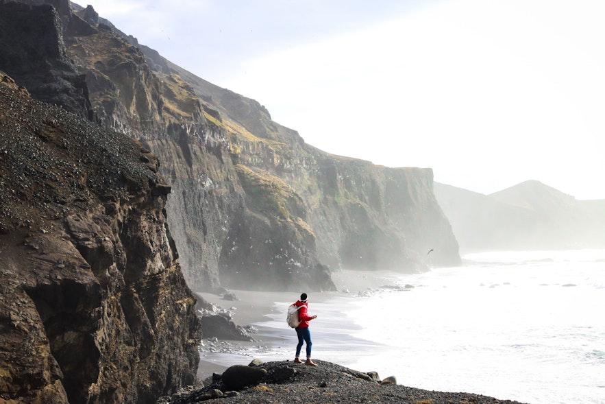 冰島風平浪靜的海邊