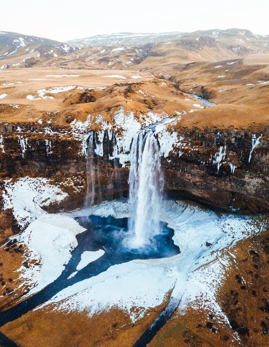 冰島11月的塞里亞蘭瀑布瀑布