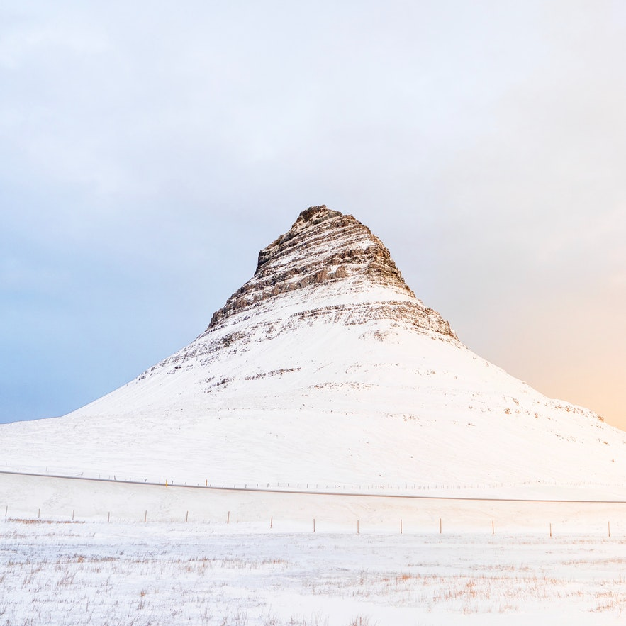冰島教堂山雪景