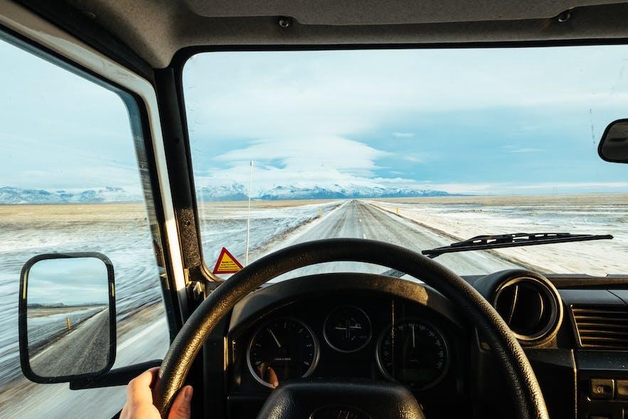 冰島冬季自駕車內