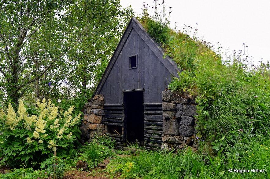 Íslenski bærinn turf houseat Austur-Meðalholt in South-Iceland