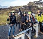 Les casques, les crampons et les piolets sont impératifs lors d'une randonnée glaciaire et escalade sur glace.
