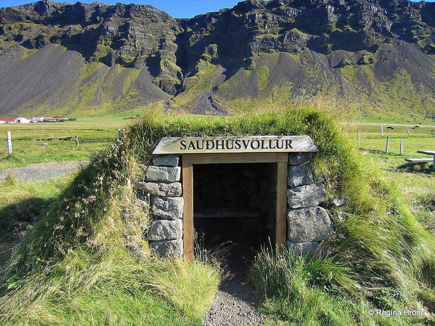 Sauðhúsvöllur turf shed in South-Iceland