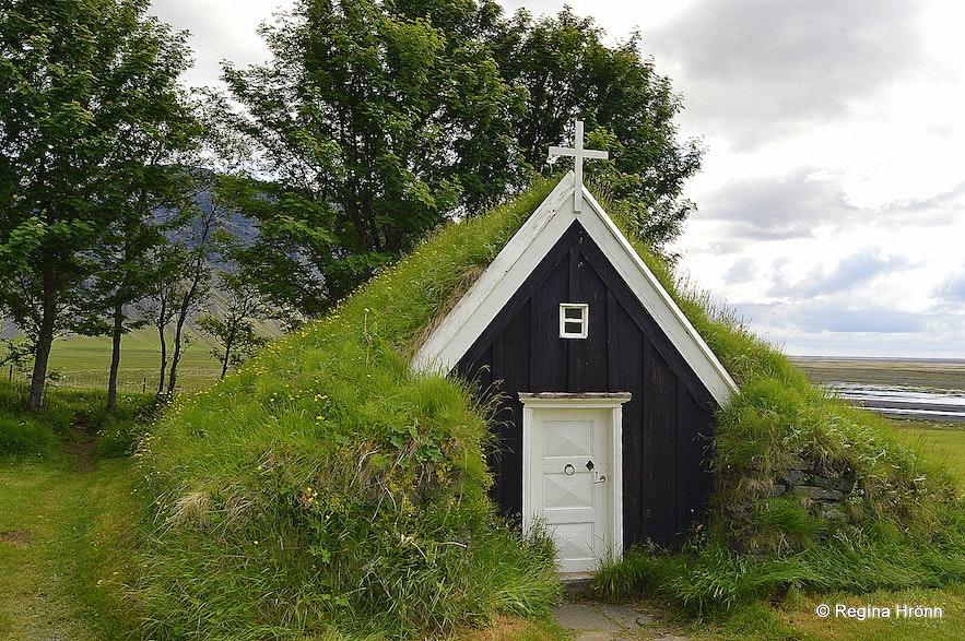 Núpsstaðakirkjaturf church in South-Iceland