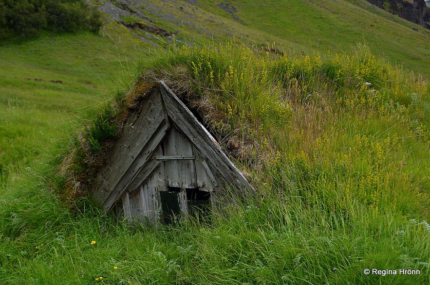 Núpsstaður turf outhouse in South-Iceland