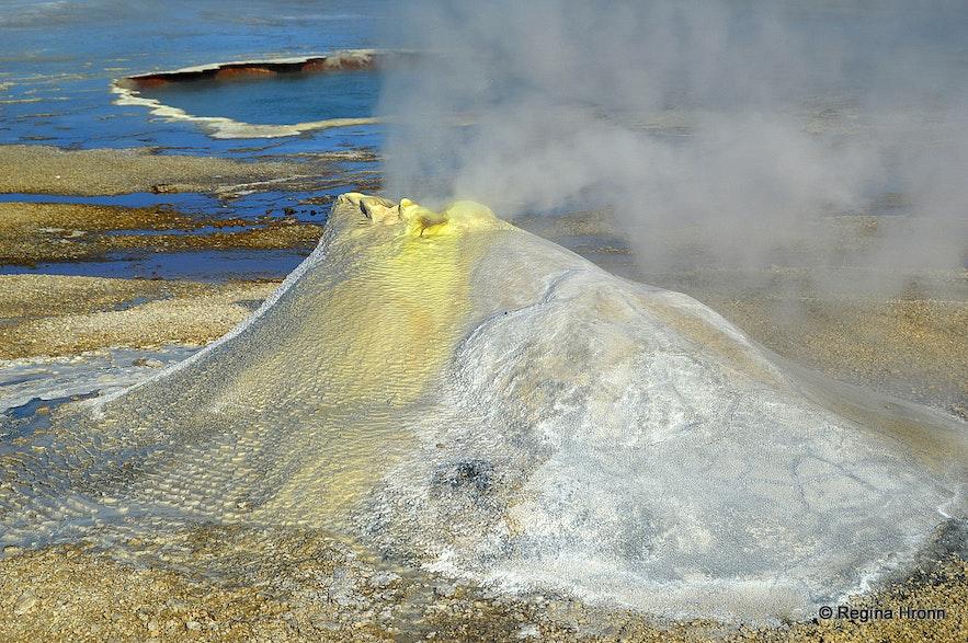 Öskurhóll hot spring at Hveravellir