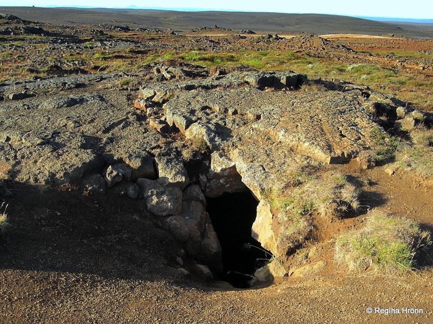 Eyvindarhellir cave at Hveravellir