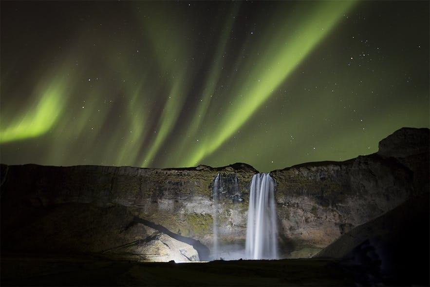 冰島Seljalandsfoss + 極光