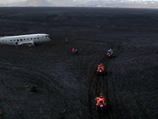 現地集合|ATVで行くDC-3飛行機の残骸、ブラックサンドビーチ