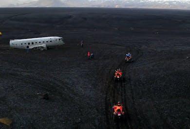 現地集合 ATVで行くDC-3飛行機の残骸、ブラックサンドビーチ