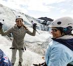 Oddychaj rześkim górskim powietrzem podczas wycieczki po lodowcu.