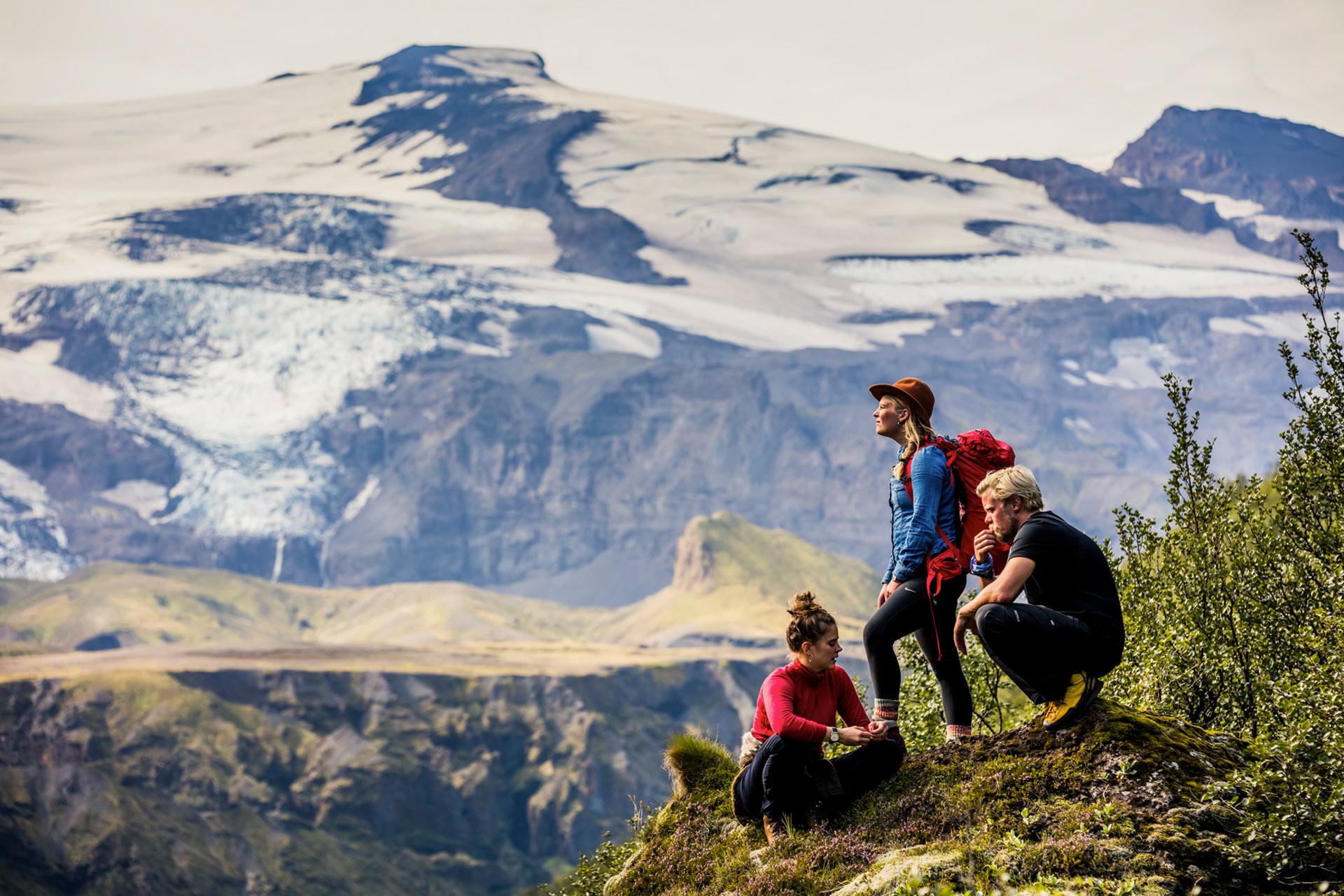 Beim Wandern im Thórsmörk-Tal eröffnet sich ein fantastischer Blick auf die isländische Landschaft.