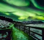 ท้องฟ้าจะสว่างขึ้นเมื่อแสงเหนือสีเขียวแสดงตัว