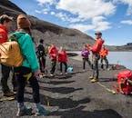 ไกด์ของคุณจะอธิบาย เรื่องความปลอดภัยก่อนที่จะทำการปีนกลาเซียร์ที่โซลเฮมาร์โจกุล