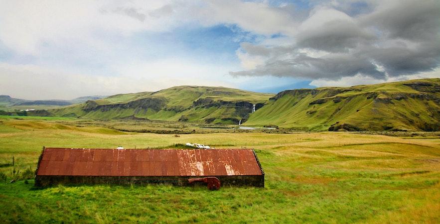 Kirkjubæjarklaustur har en lång och uråldrig historia när det gäller jordbruk och bosättning på sydkusten.