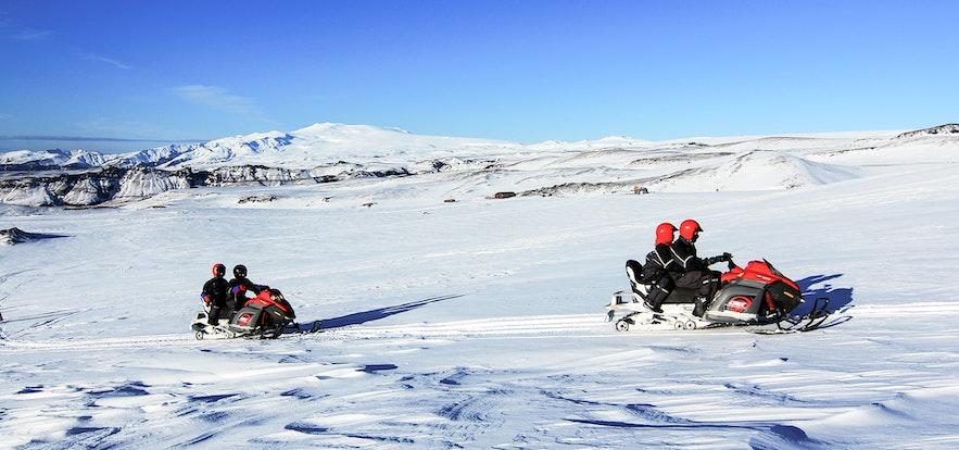 冰島米達爾斯冰川摩托
