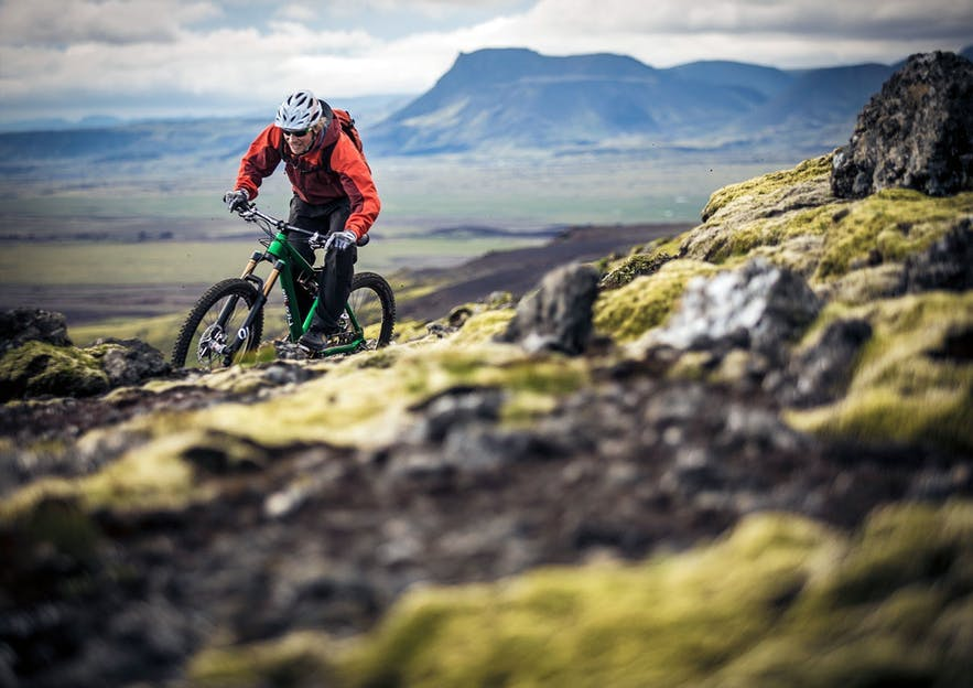 Cycling in Iceland brings you close to the nature and provides a unique sightseeing experience.
