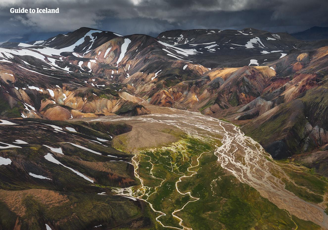 用飞鸟的角度俯瞰冰岛中央内陆高地景色