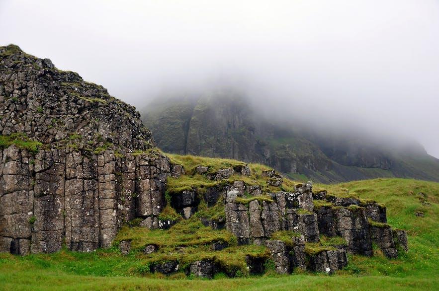 Dverghamrar玄武岩距离教堂镇约10公里