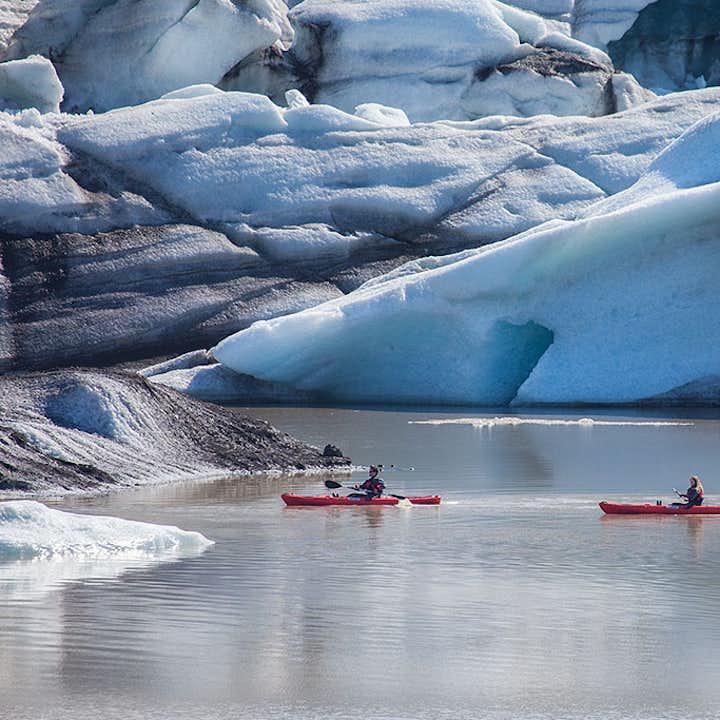 Niesamowita 2,5-godzinna wycieczka kajakiem z przewodnikiem po lagunie lodowcowej Solheimajokull