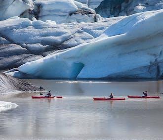 Kayak sur la lagune glaciaire du Solheimajokull   Sud de l'Islande