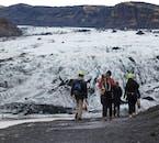 La vue vers le glacier Sólheimajökull sur la promenade du point de rencontre.