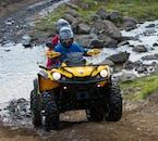 橋のない川を渡る体験ができるアイスランドのATVツアー
