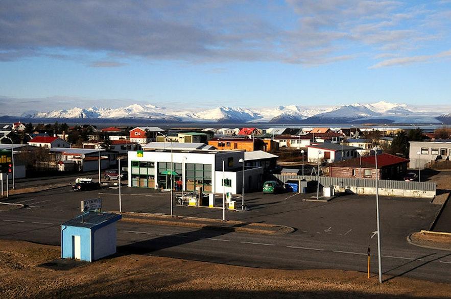 Höfn í Hornafirdi verfügt über eine Vielzahl von Annehmlichkeiten und Sehenswürdigkeiten, was die Stadt zu einem ausgezeichneten Zwischenstopp auf Reisen im Süden macht.