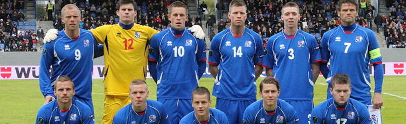 Iceland team with Eiður Guðjohnsen | © WikiCommons