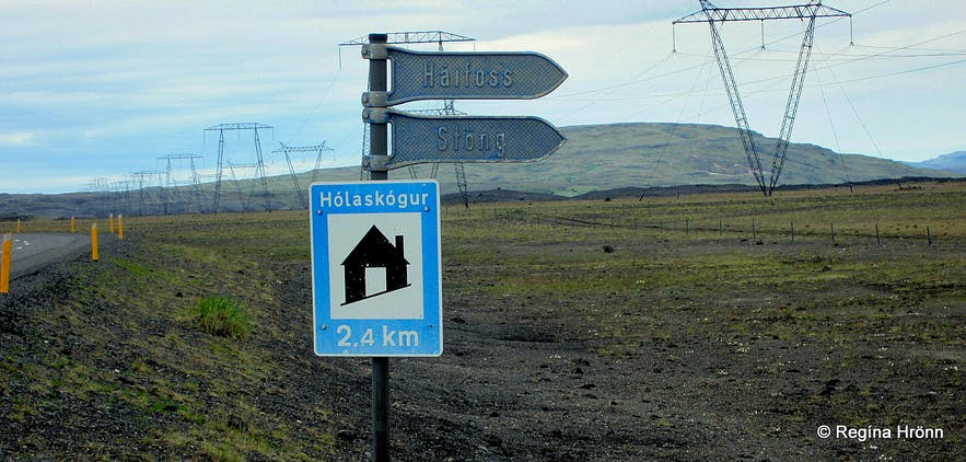 Road signs leading to Háifoss and Stöng