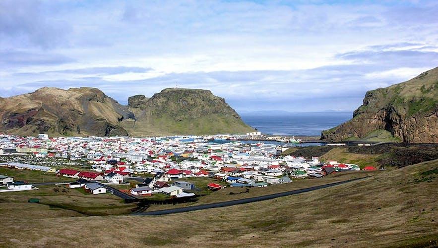 Heimaey, det eneste beboede område på Vestmannaøerne.