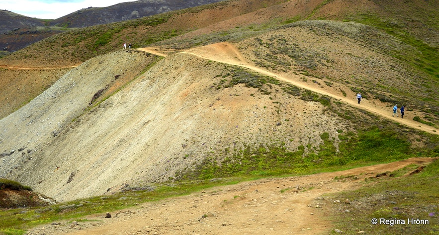 The hike to Reykjadalur valley
