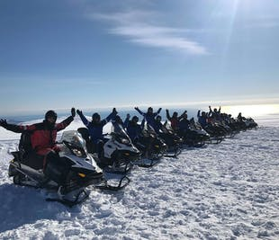現地集合|ヴァトナヨークトル氷河でのスノーモービル体験