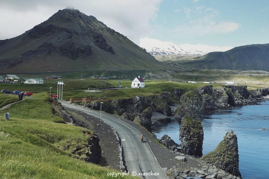 冰岛阿尔纳斯塔皮小镇的安静夏季