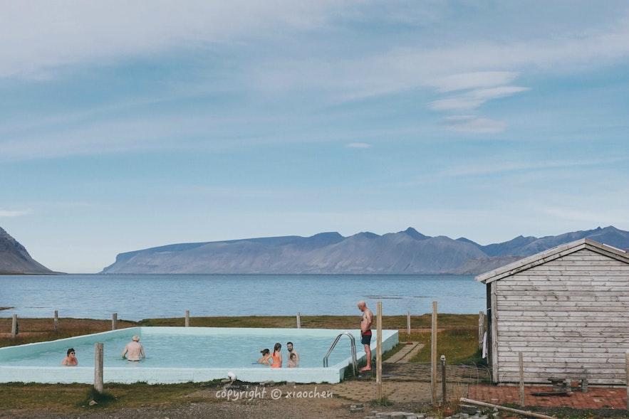 西峡湾众多的温泉泳池之一-Reykjafjarðarlaug