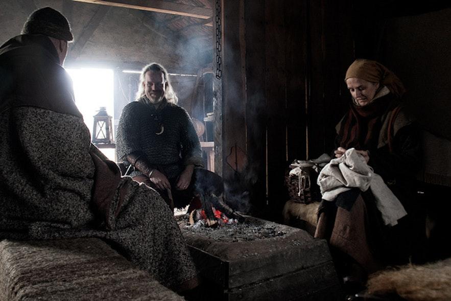Inscenizacja życia Wikingów na Islandii.