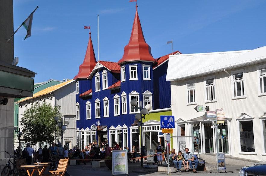Charakterystyczny budynek w centrum Akureyri.