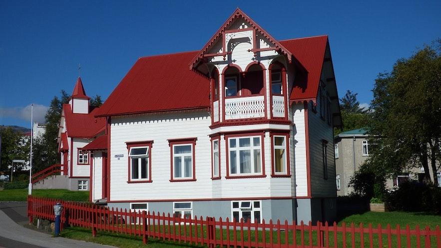 Przepiękny budynek w Akureyri na północy Islandii.