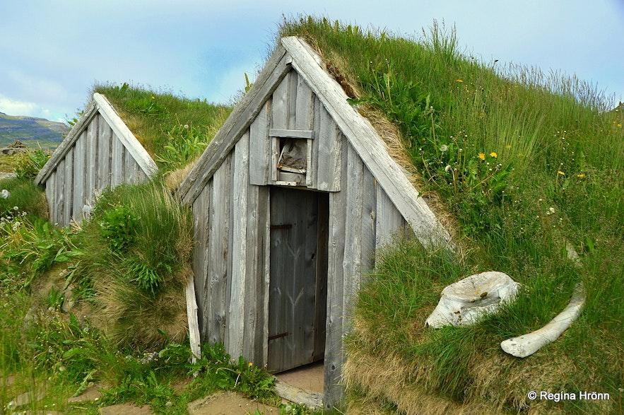 Kotbýli kuklarans - the Sorcerer's Cottage in Strandir Westfjords