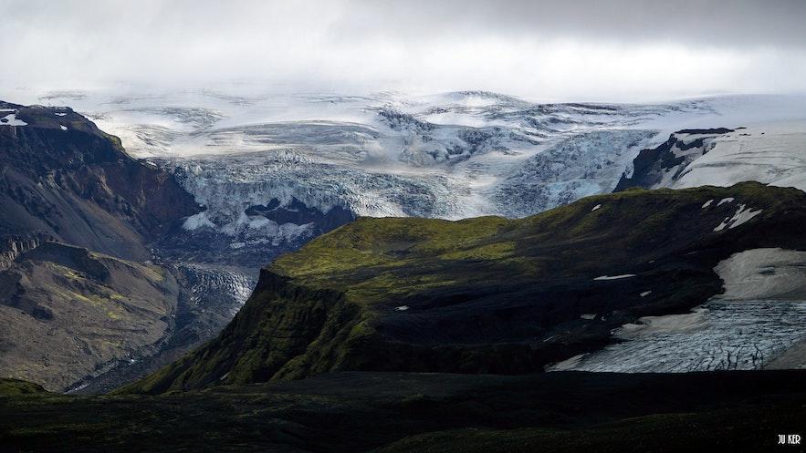 Panorama montagne et langue glaciaire en Islande