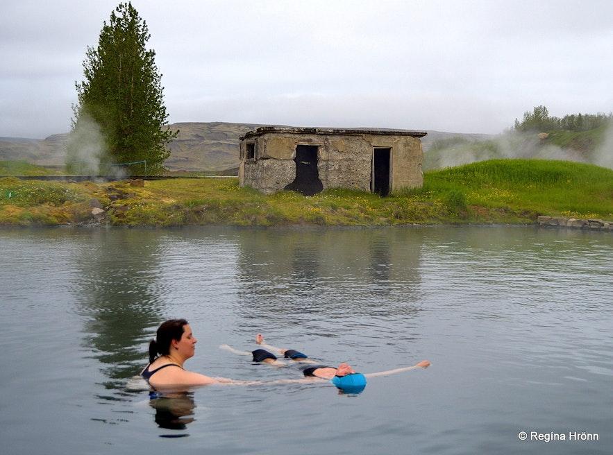 Regína having a massage in the Secret Lagoon