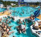La piscina geotérmica de Laugardalslaug es un lugar popular en los días soleados.