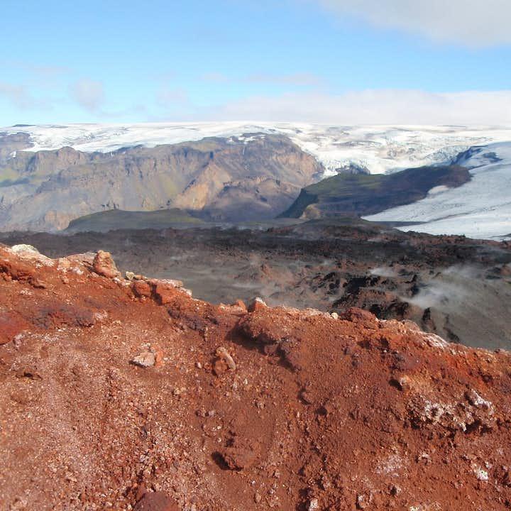 地热不断从冰岛内陆中央高地刚发生过火山爆发的地面缓缓而起