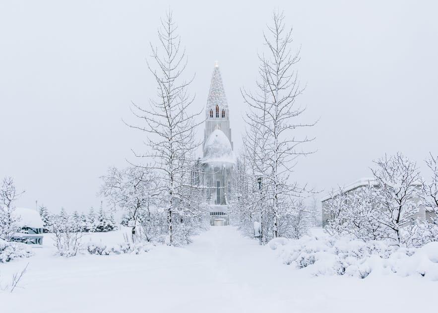 雪中的冰島